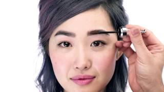 Tutorial: cómo aplicar el NUEVO 3D BROWtones  ¡Lleva tus cejas a otra dimensión! ¡Revitaliza tus cejas con este gel iluminador! Su cepillo especialmente diseñado es muy fácil de utilizar y envuelve el vello desde la raíz hasta la punta. Suaviza el aspecto de las cejas más oscuras con reflejos sutiles y aporta contrastes a las cejas más claras para darles profundidad y dimensión. Lo puedes llevar solo o encima de tu lápiz de cejas favorito.  Descubre más sobre la NUEVA colección AQUÍ http://bit.ly/1TjjjgQ  Localiza tu Bar de Cejas más cercano: http://bit.ly/1QbjtuM  Síguenos en:  Facebook: http://on.fb.me/1efBEap  Twitter: http://bit.ly/1efBKPm  Instagram: http://bit.ly/1NQOUFD