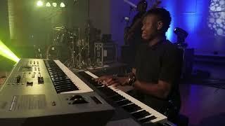 Sammie okposo Sing Halleluyah {Live}