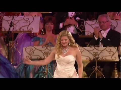 Andre Rieu & Mirusia Perform Zwei Kleine Italiener