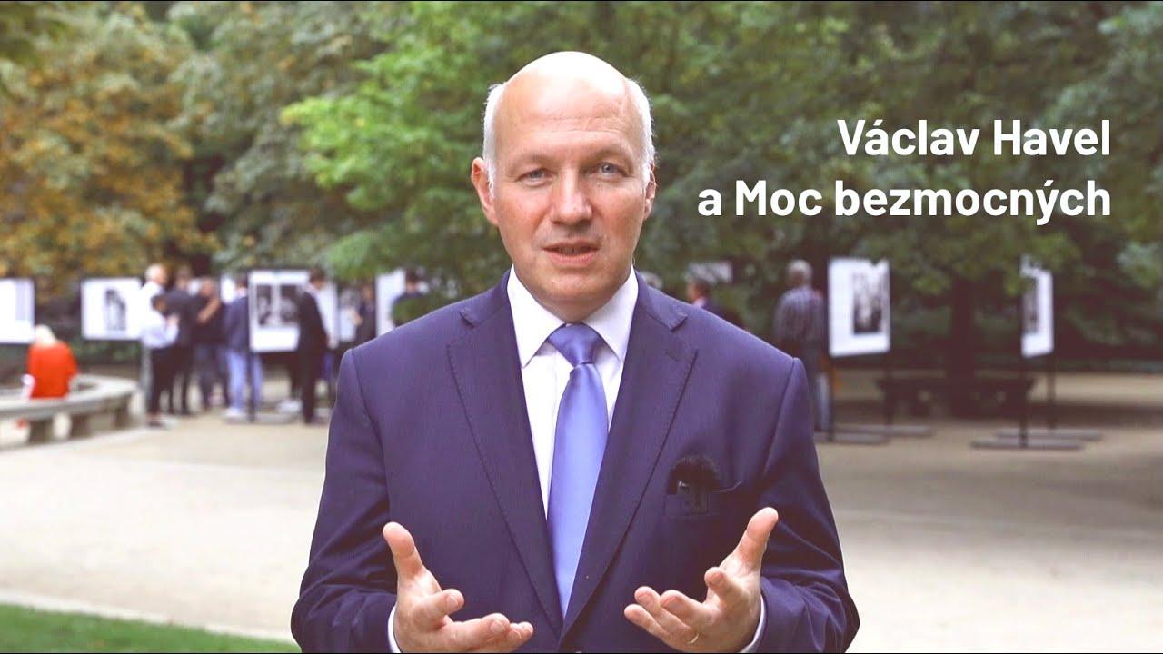 Výstava Moc bezmocných o Václavu Havlovi v Senátu
