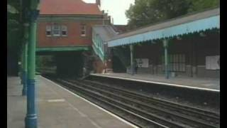 preview picture of video 'Underground Trains at Chigwell Station.'