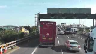 preview picture of video 'Crossing the Queen Elizabeth II Bridge by Bus (Ensign X80)'