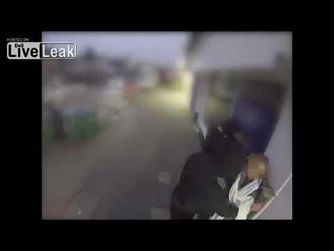 Случайный прохожий спас женщину от ограбления, нокаутировав бандита