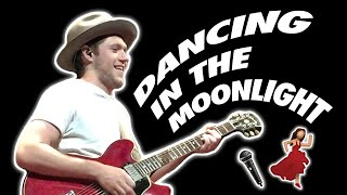 Niall Horan Covers 'Dancing In The Moonlight' Live in Singapore