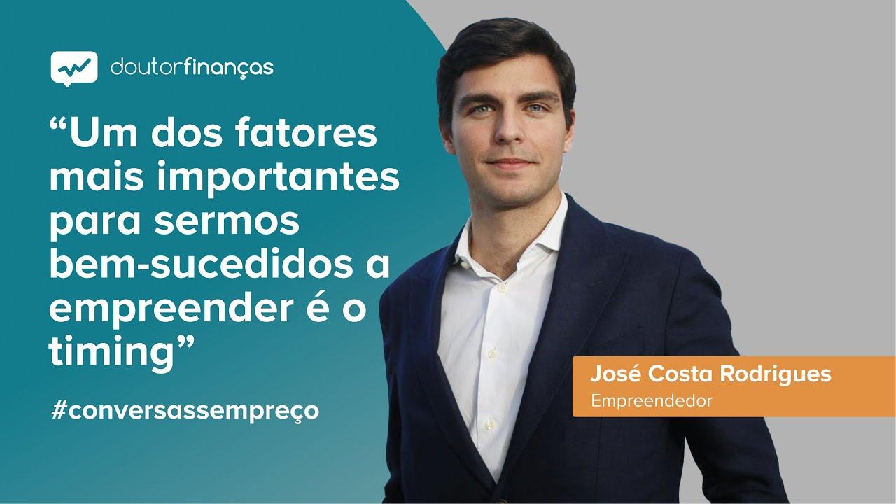 Imagem de um pc portátil onde se vê o programa Conversas sem Preço com a entrevista a José Costa Rodrigues, empreendedor e CEO da Relive