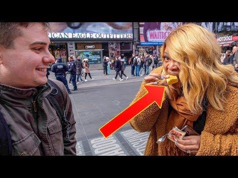 當紐約路人第一次吃鳳梨酥的時候...