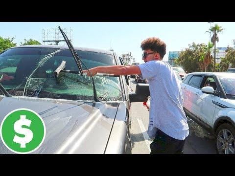 ¿Cuánto gana un Limpiaparabrisas en la Frontera? (HotSpanish Vlogs)