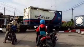 Gowes Gayeng jalur perlintasan sebidang Jln Ronggowarsito arah Pelabuhan kota semarang