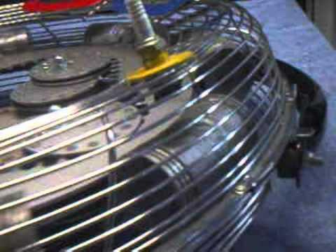 Der Kanister für das Benzin 20л metallisch mit sperr- schplintom auf dem Deckel