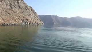 preview picture of video 'Ausflug Khasab Oman  Traditionelle Bootsfahrt durch die Fjordwelt 14'