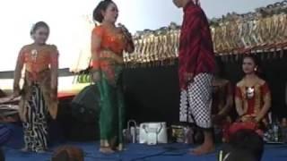 Banyolan Jo Kluthuk Jo Klithik Vs Lusi Brahman ,niken Salindri