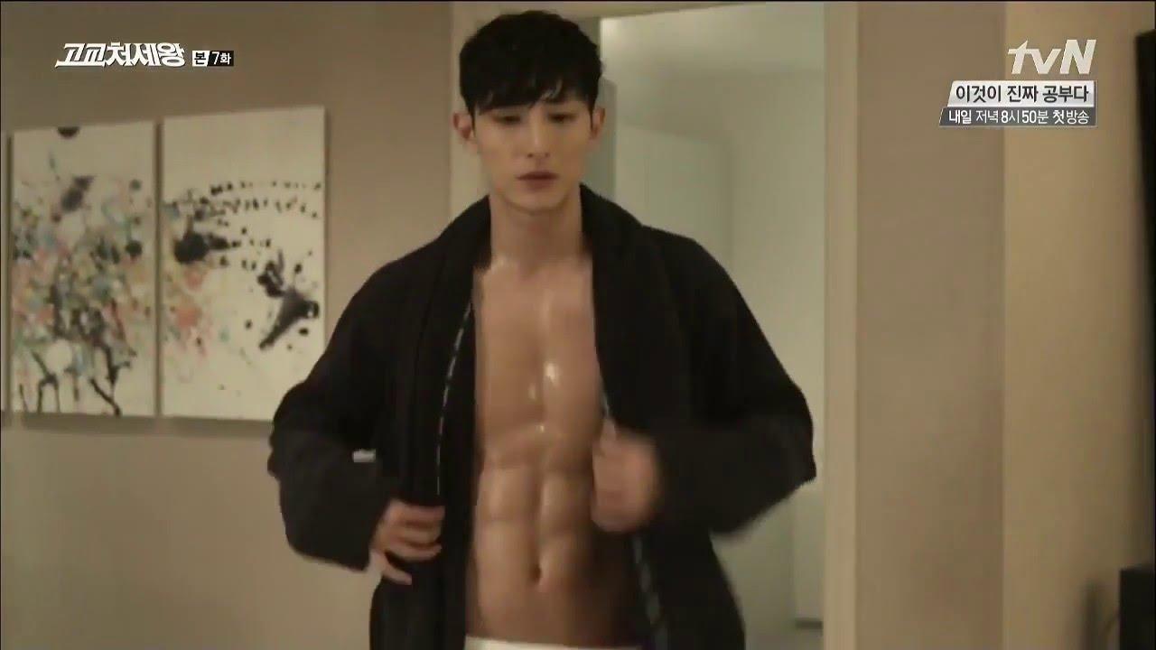 kikwang-shirtless-2017
