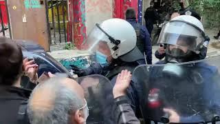 Η αστυνομία τραμπουκίζει δημοσιογράφους