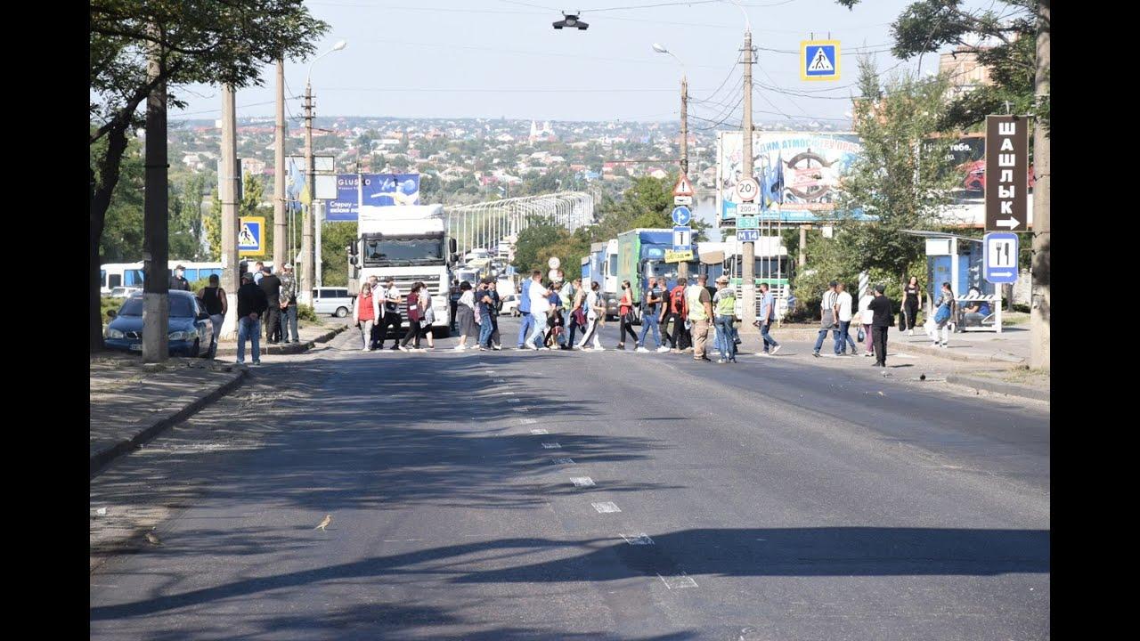 Работники госпредприятия «Степовое» перекрыли Варваровский мост