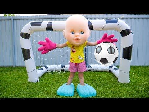 Настя и Папа играют в футбол и убирают игрушки Настя анд папа плаиинг фоотбалл
