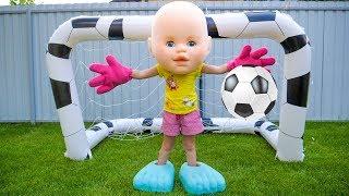 Настя и Папа играют в футбол и убирают игрушки Видео для детей Nastya and papa playing football