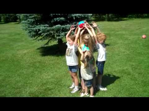 , title : 'Family reunion 2009 - water balloon game