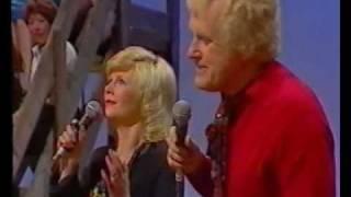 "Joe Gordon and Sally Logan sing ""In The Gloaming"""