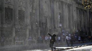 Чилийское столкновение полиции с демонстрантами в марте за образование