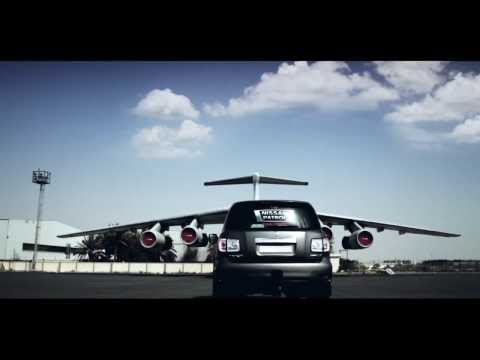 Nissan Patrol arrastra avión, video oficial
