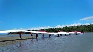 Pembentangan Bendera Merah Putih 120 Meter di Pantai Pasir Putih Pulau Indah Lamiko-Miko