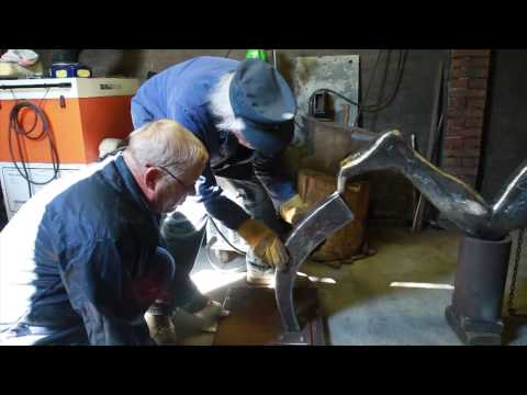 Egbert J. Bos creates a metal welding sculpture - Reportage