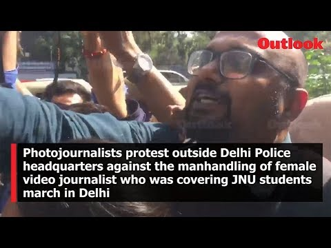 Photojournalist protest outside Delhi Police HQ against the manhandling of female video journalist who was covering JNU students march in Delhi