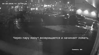 Вандал ломает стелу «Я люблю Усть-Илимск» (с камеры видеонаблюдения)
