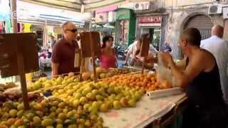 preview picture of video 'Naples: Living near Mount Vesuvius | Euromaxx city'