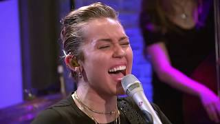 Miley Cyrus Performs Week Without You 2017