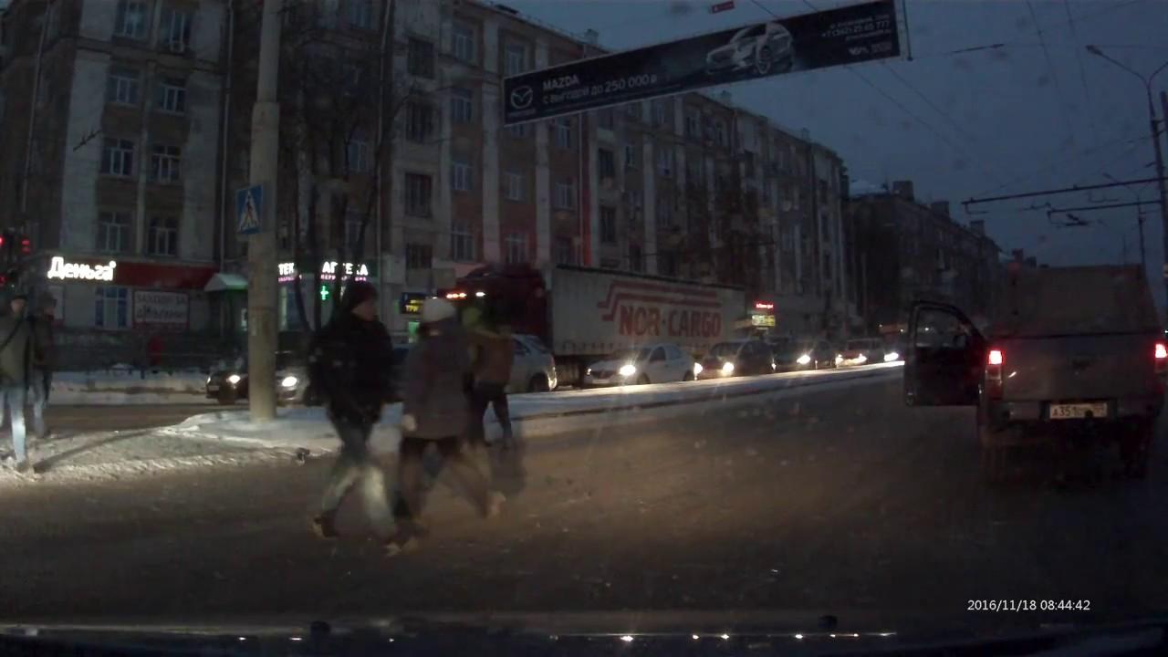 Агрессивный водитель набросился на пешехода в Перми
