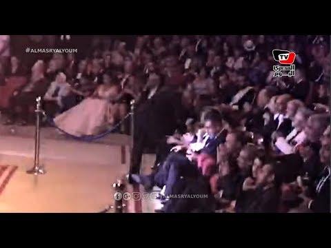 بعد إعلان مرضه بالسرطان..كمال أبو رية يقبل رأس الفيشاوي وعناق خاص لأحمد عبد العزيز