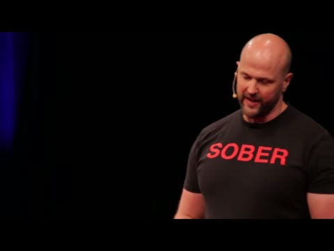 Il marito beve la moglie il trucco si ubriaca