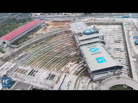 30,000-ton bus terminal moved horizontally in China