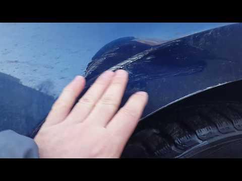 Стукнули машину и помяли крыло на парковке.