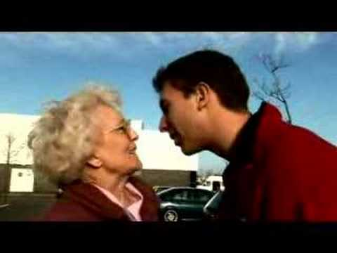 青年に突然キスされ吐息を漏らす白髪の九十路熟女のお婆ちゃん | 還暦高齢熟女動画クロチクビ