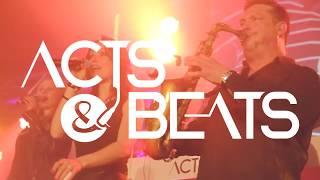DJ Plus Sängerinnen und Saxophon mit Percussion