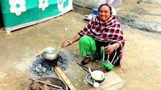 INDIAN VILLAGE WOMAN COOKING FOOD💜VILLAGE LIFE OF PUNJAB/INDIA💜Villager life/Rural life of India