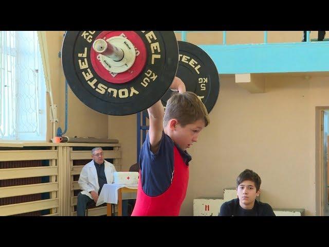 Тяжелоатлеты  борются за путевку на Первенство России