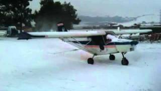 preview picture of video 'Scuola Volare - Taxiing in the snow!!'