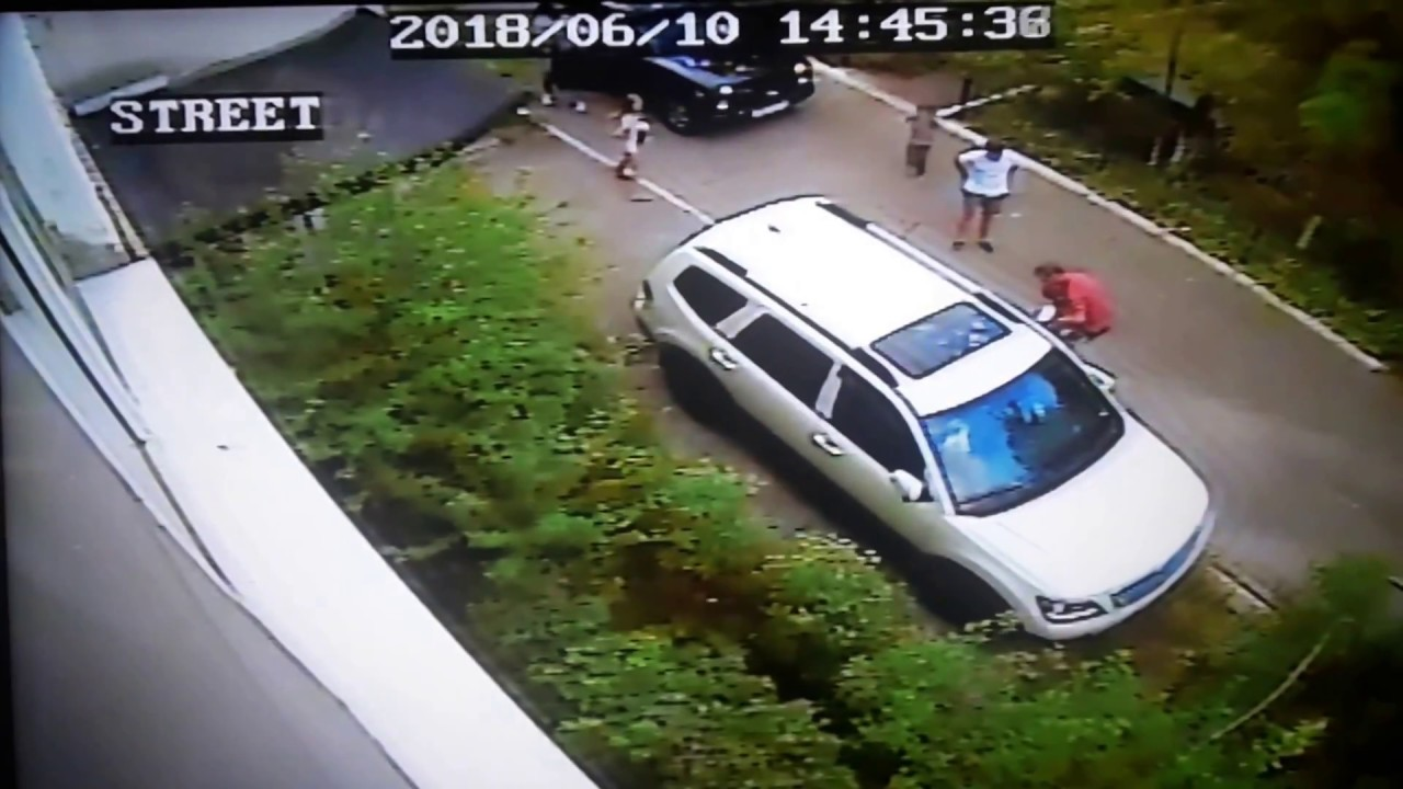 Автомобиль сбил девочку во дворе в Новороссийске