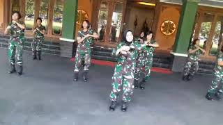 ASIIKK,,, GADIS GADIS CANTIK TNI INI MELAKUKAN GOYANG POCO POCO