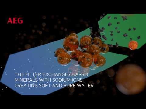 AEG Freestanding Washing Machine L9FEC966R - White Video 2