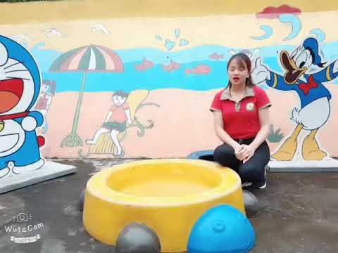 Dạy trẻ gấp thuyền. Cô giáo Nguyễn Thị Hiền