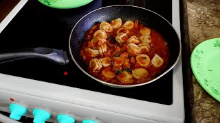 У Макса 1,37 тыс. подписчиков Оригинальные Пельмени в колбасно-томатном Подливе  Кулинарная Лаборатория |У Макса| И снова тебе от Макса, оригинальный рецепт, наших истинно  Сибирских блюд. Пельмени Сибирские, но в самом