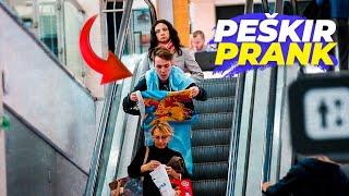 BACAM LJUDIMA PESKIR NA GLAVU *prank*