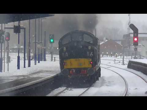 Colas Rail 37116 & 37057 power through the snow and away fro…