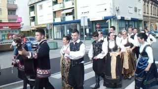 preview picture of video 'Cvjetni korzo i Smotra folklora -''Slatina 2013.'' ( 2. dio )'