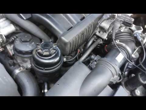 Die Norm der Kosten des Benzins des Autos auf dem Gas