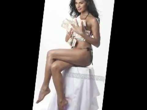 Pakistani Sexy Girl Veena Malik in bikini